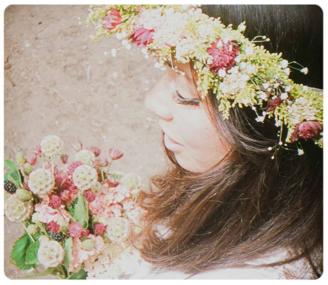 Flower-Crown-classic-outside